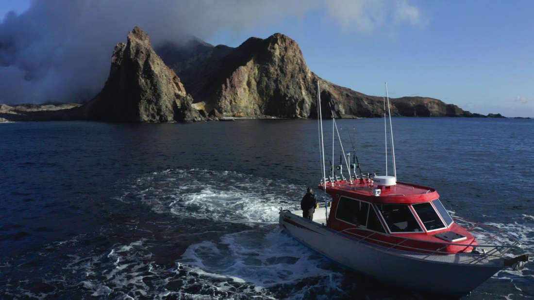 The-Eruption-White-Island-Whakaari-boat